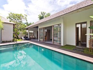 The Decks Bali 6, Luxury One Bdr Villa with Pool
