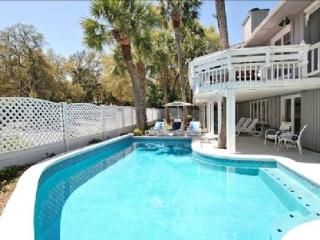'Almost' Oceanfront 2nd Row Beach Home, Newly Redecorated, Private Pool/Spa, Hilton Head