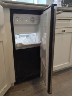 Free Standing Ice Maker