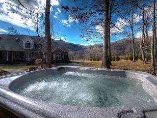 LOOK!!!GORGEOUS HOME. 4 KING, HOT-TUB, POOL TABLE, Spruce Pine