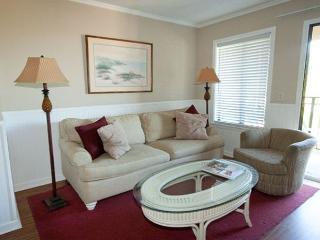 Carolina Beach Club 326 - 2 Bedroom 2 Bathroom Oceanside Flat, Hilton Head