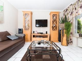Vacation Apartment in Essen - 969 sqft, comfortable, WiFi (# 2532)