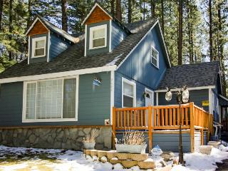 Dog-friendly w/ private hot tub, close to skiing & beaches!, South Lake Tahoe