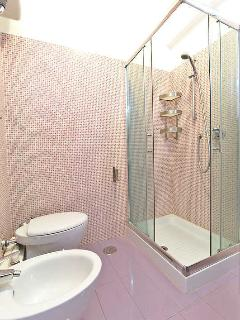 Rome Sleep Home purple bathroom