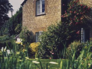 Marlings End, secluded house at Owlpen, Cotswolds