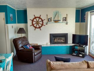 Weatherly - 1 BD, beachfront, kitchen, fireplace, Lincoln City