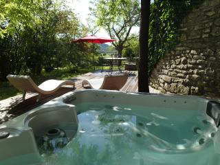 Domaine de Monteils, Pavillon Timéo, garden and private jacuzzi.