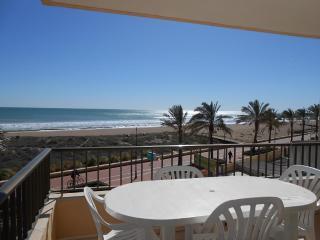 (ref 106) 1ª línea de playa, vistas al mar, amplia terraza y piscina comunitar, Peñíscola