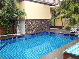 3-bedroom villa w/air con & pool, Bang Lamung