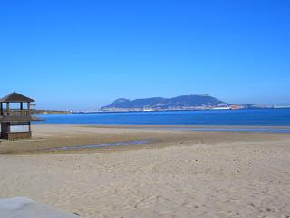 Beachside apartment with shared pool, Algeciras