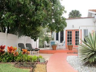 Esperia - Mediterranean Style Apartment, Tarpon Springs