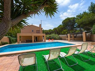 VILLA BERNIA: private pool, quiet area, 7 bedrooms, Moraira