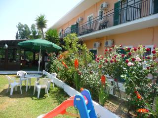 Rose Garden 1, Dassia
