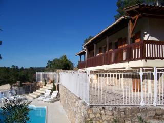 Villa in the woods next to the lake in Provence, Carcès