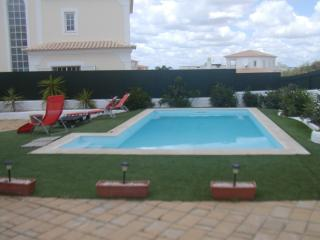 Villa for 10 people 300 m Galé Beach Albufeira