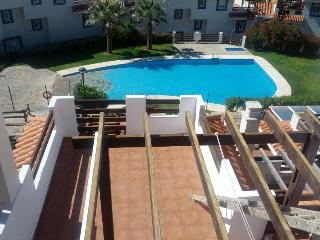 Duquesa penthouse with seaview shared pool, 32J