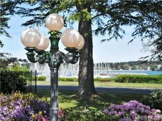Beautiful water view luxury ranch, Oak Bay