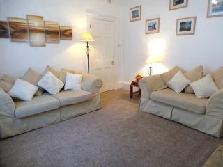 SUNNYDECK. Close to beach, town & estuary. Parking, Exmouth