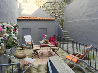 TERRACE DELUXE APARTMENT 2/4 GUESTS, Porto