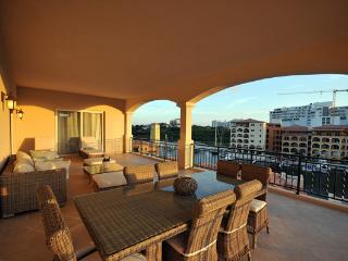 AQUA VUE * PORTO CUPECOY...4BR ...St. Maartens premier resort situated on a