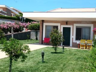 Villetta giardino e piscina condivisa 4+2 Soverato