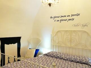 Cozy and chic historical stone house 20m Piazza, Ostuni