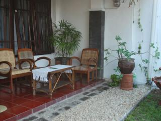 Cozy 2 BD with terrace and Wifi, Yogyakarta