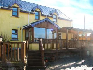TARA COTTAGE, pet-friendly, character holiday cottage, with a garden in Clonakilty, County Cork, Ref 3896