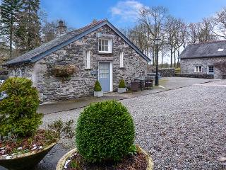 CAN BROW, pet-friendly, single-storey cottage with woodburner, Graythwaite