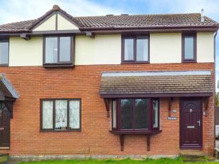 TRE-A-DRE, three bedrooms, WiFi, conservatory, off road parking, great touring base, in St Columb Major, Ref. 921766