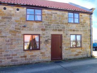 GOATHLAND COTTAGE, open plan living, country views, WiFi, walks from the door, terraced cottage near Ruswarp, Ref. 921346