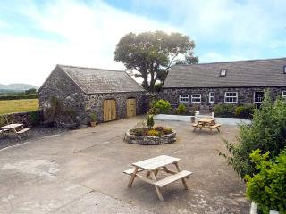 OAK COTTAGE, character barn conversion, double bed accessed via spiral staircase, rural location, near Pwllheli, Ref 921645