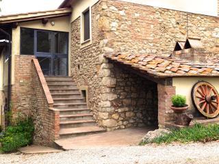 Organic farm tucked away in the Tuscan hills-apt. Maria