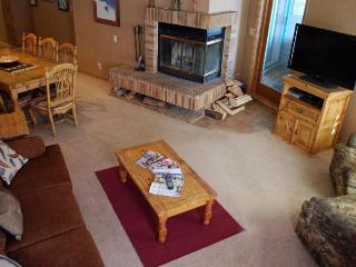 Slopeside unit at Purgatory, 3 bed, 3 bath, private deck and Jacuzzi!