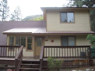 Secluded cozy country cabin 10 min from Durango sitting on 6 acres.