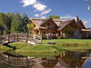 Large Log home on 5 acres in the Animas Valley, sleeps 14