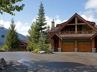Cedar Hollow #12 | 3 Bedroom + Den Ski-in/Ski-out Townhome, Private Hot Tub, Whistler