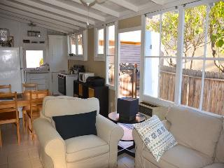 2BR Centrally-located Duplex in Santa Barbara, Sleeps 4
