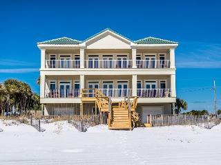 CASTLE ON THE BEACH, PRIVATE BEACH, LUXURY, FAMILY GATHERINGS, SLEEPS 35 !!!, Miramar Beach
