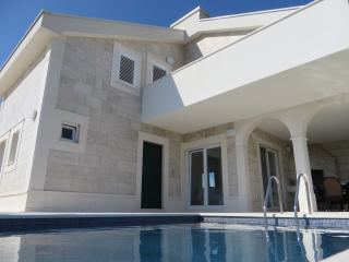 Villa Amelie with pool - 200 meters from the sea, Novalja