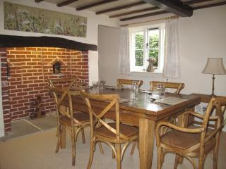 Japonica Cottage Dining Room Photo 1