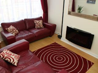 Lounge, DVD Player, Wall Mounted TV, Remote Controlled Flame Effect Fire, Central Heating