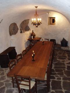 Cantina/Vine/Conference Room sits 18 persons. You will love this place a hot day