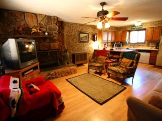 Sawmill #1 - Duplex in Town, Large Private Deck, Washer/Dryer, Red River