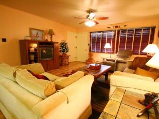 Ski View Condo #7 - Ski Views!, In Town, Private Balcony, WiFi, Common Areas, Picnic, Game Room, Laundry, Red River