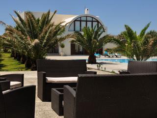 Santorini Beach Villa 2040, Pyrgos