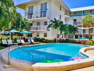 STEPS TO THE BEACH, BEAUTIFUL 2BR/2BA APARTMENT, POOL, FREE PARKING