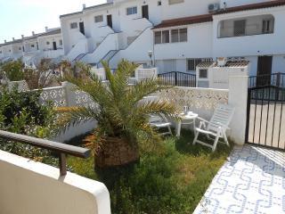 (ref 176) Amplia casa cerca de la playa y con parking y piscinas (Acualandia)