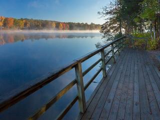 Lake Desoto retreat, pool, nearby golf and tennis, Hot Springs Village