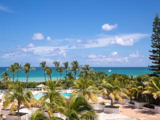 OCEANFRONT BUILDING, DELUXE 2BR/2BA,  PRIVATE BEACH, POOL, TENNIS COURTS, GYM